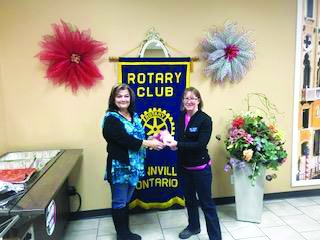 Rotary Club donates to Old Fashioned Family Christmas