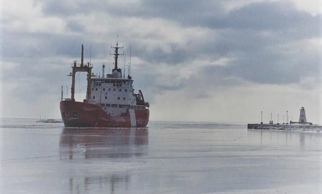 Canadian Coast Guard  ice breaker Griffon arrives at Port Maitland