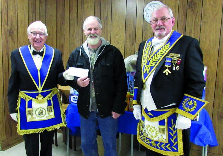 Masons donate to food bank