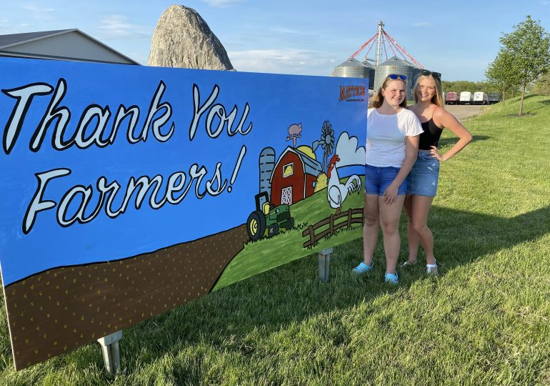 Paying tribute to farmers, truckers