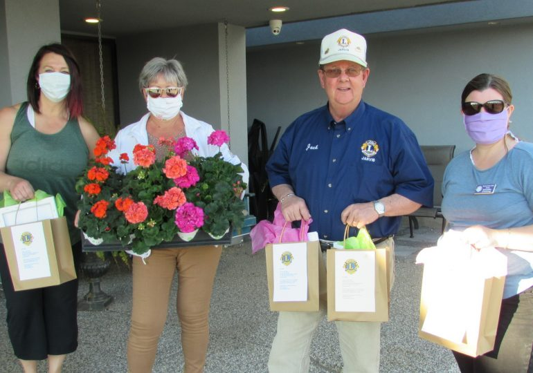 Jarvis Lions deliver goodie bags to Leisure Living