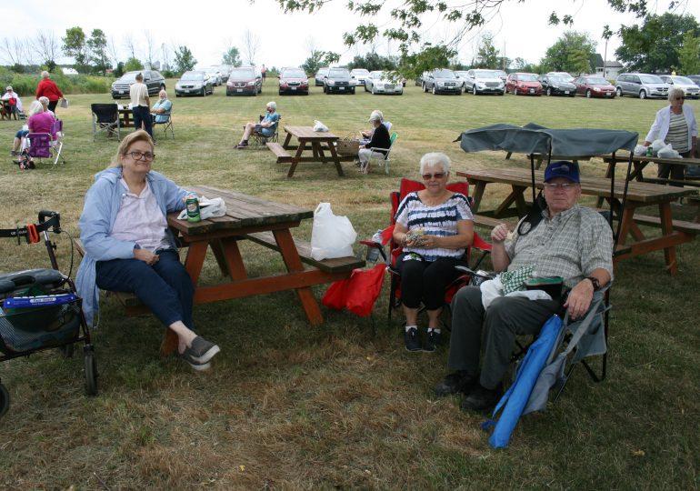 Cayuga Seniors enjoy lunch box social at Cottonwood
