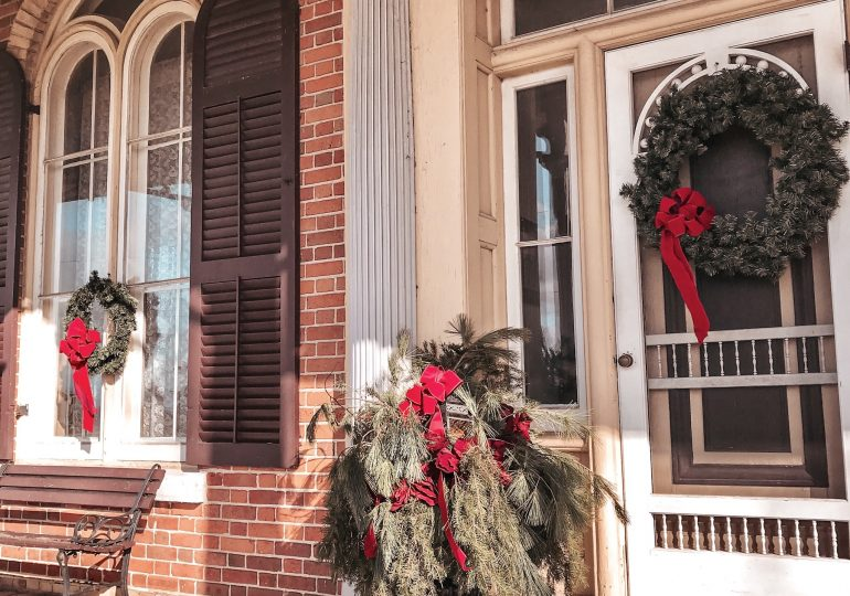 Cottonwood Mansion decorates for Christmas